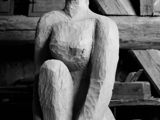 """Skulptur """"Sitzende"""""""